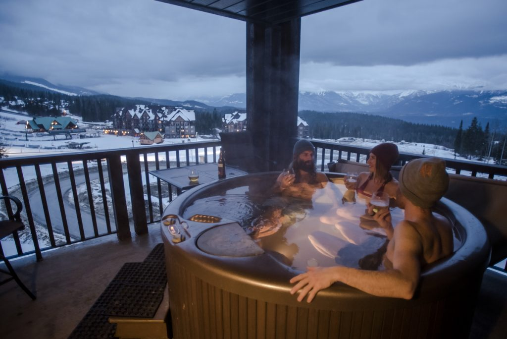 People relaxing in Kicking Horse Resort