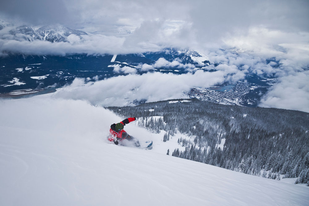 Revelstoke-Snowboarder-Photo Credit Revelstoke Mountain Resort
