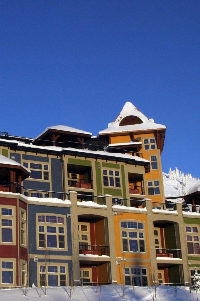 Snowbird-Lodge-Exterior-Jonview
