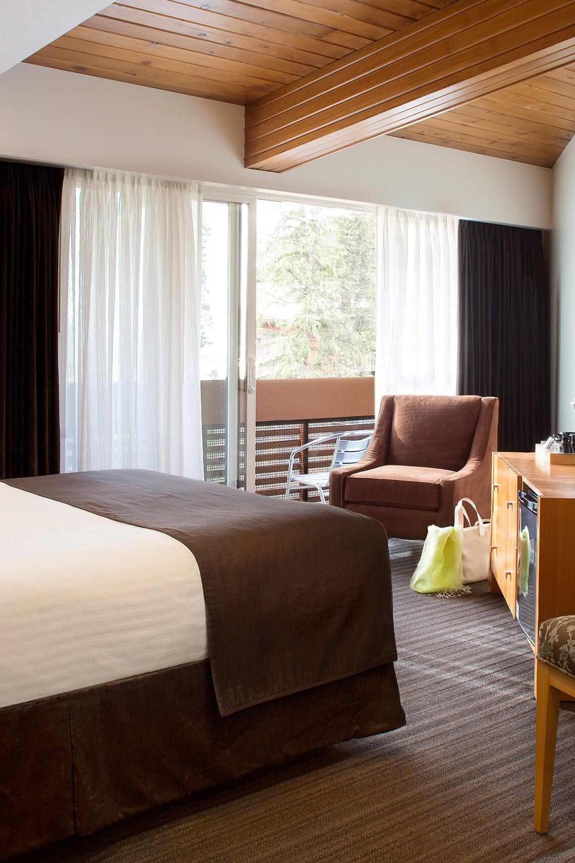 Banff Aspen Lodge Superior Queen Room